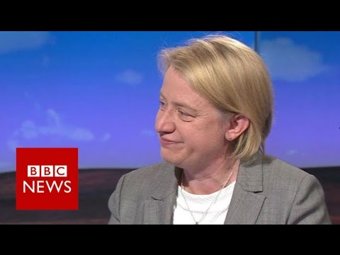 Natalie Bennett standing down as Green Party leader - BBC News