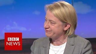 Natalie Bennett standing down as Green Party leader - BBC News