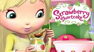 Repeat youtube video Strawberry Shortcake 🍓 ★ CREATIVE CUPCAKING HD ★🍓 Strawberry Shortcake - Berry Bitty Adventures