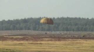 Market Garden Commemoration022 parachute drop, US + GB Hercules C 130 with GB, NL, D and US paras