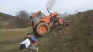 Repeat youtube video Senzatii tari cu tractorul