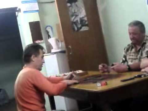 Вот как надо играть в домино Ржака!!mp4