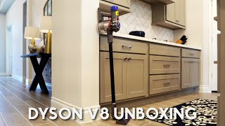 Unboxing and review...Dyson V8…