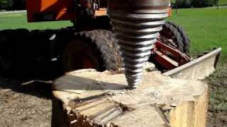 Repeat youtube video Kegelspalter / Langholzspalter / Holzspalten / Holzspalter / Drillkegel / Wood / Log / Splitter