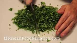 Mexican Food: How T๐ Chop Cilantro
