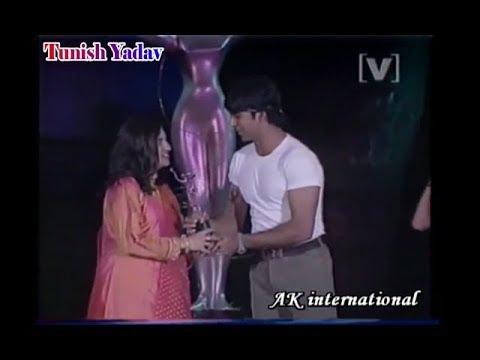 Akshay Kumar with Alka Yagnik in A Award Show 1995 Rare