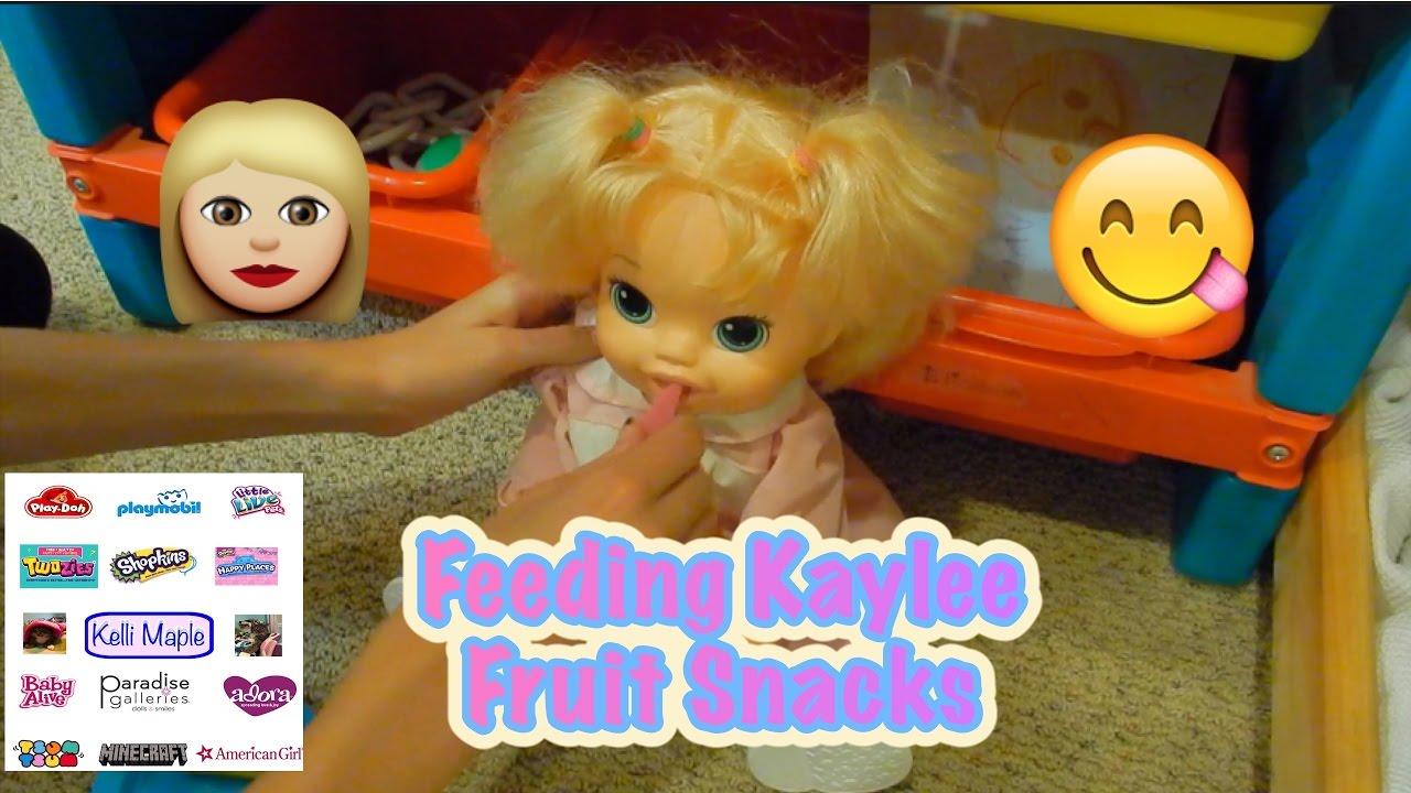 Save fruit doll - Feeding Kaylee Fruit Snacks
