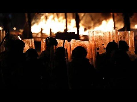 لليوم الثاني على التوالي اشتباكات بين الشرطة ومتظاهرين بالقرب من مبنى البرلمان اللبناني…  - 18:59-2020 / 1 / 19
