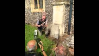 Ian Anderson visits the Church where Jethro Tull is buried  2015