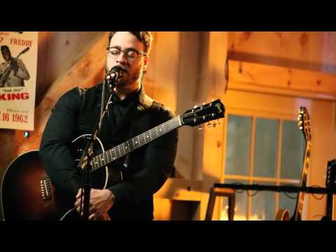Live from Daryl's house Episode 66 with Amos Lee - I'm in a philly mood
