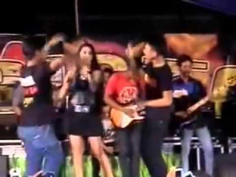 Dangdut Video Terpopuler Utami Dewi Fortuna   Aku Mah Apa Atuh   Om  Arista Palang Tuban 2015