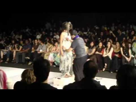 YBQ Performance Fashion Week Karachi.wmv