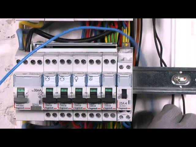 Installer Un Contacteur Jour Nuit Sur Son Tableau Electrique Castorama Www Savevid Com Youtube
