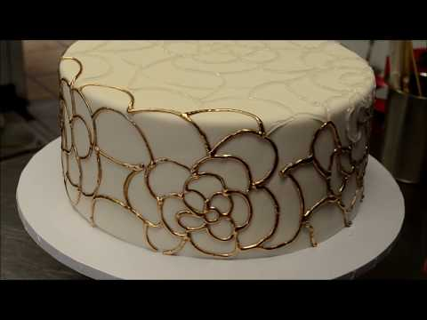 wedding-cake-gold-piping-tutorial