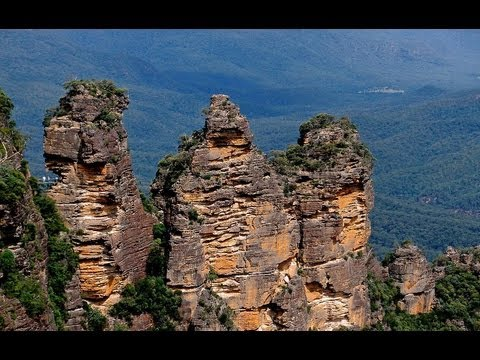 LEGEND OF THE THREE SISTERS, KATOOMBA, NEW SOUTH WALES, AUSTRALIA