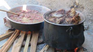 Kazan da kemikli et pişirdik  ve tavada kıyma kavurduk