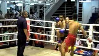 Prathet (TigerMuayThai) cut and KO's Jomkitti with uppercut elbows as blood flows