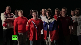 «Приезжайте, не тронем»: российские футбольные болельщики спели песню британским фанатам(Российские любители футбола, которые, по утверждению авторов документального фильма BBC Russia's Hooligan Army, готов..., 2017-02-18T09:01:06.000Z)