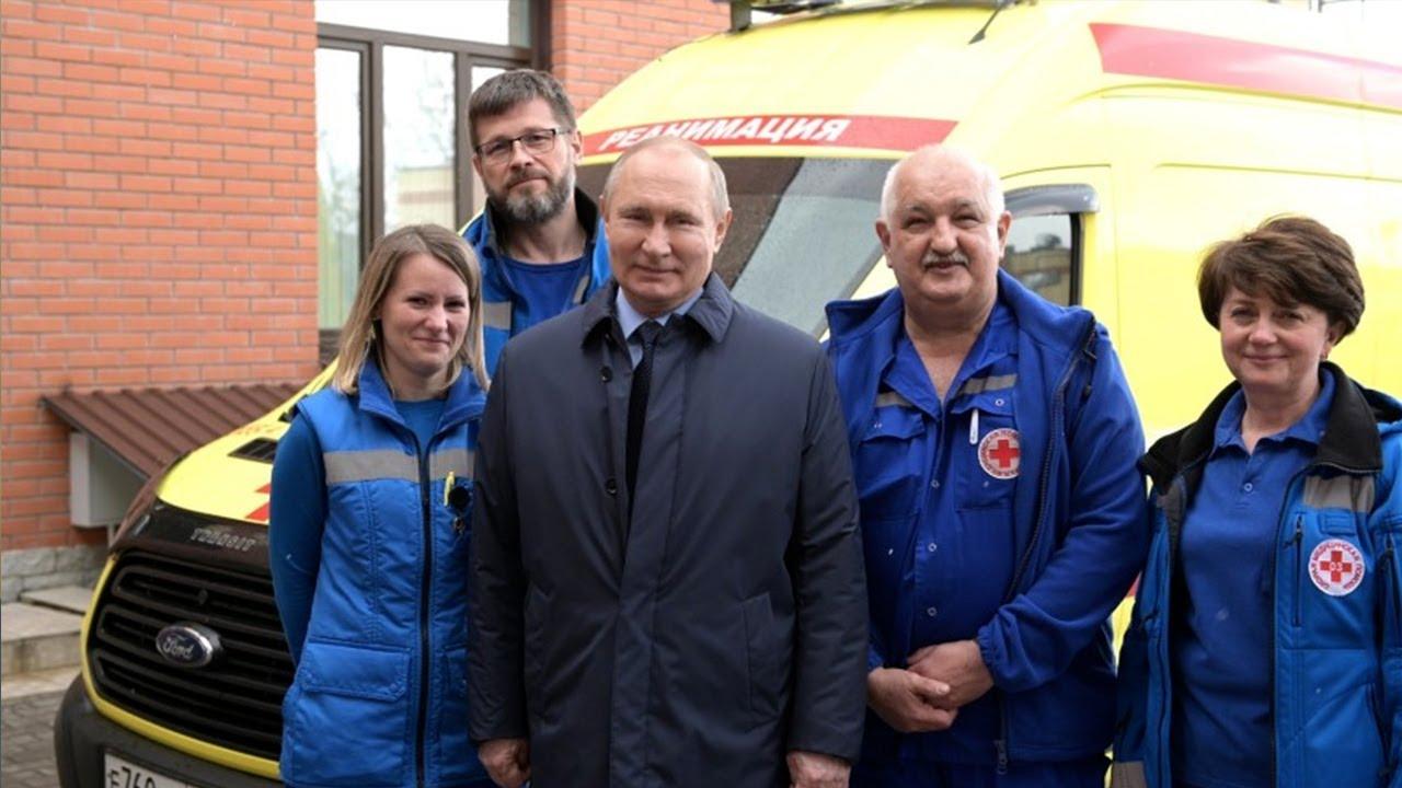 Путин лично поздравил сотрудников «скорой»
