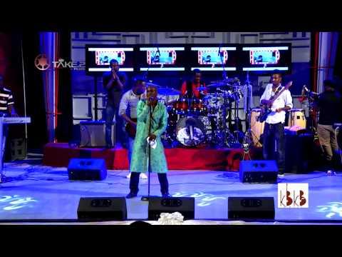 Kwabena Kwabena - Performs Kyere Wodo @ F14 Concert