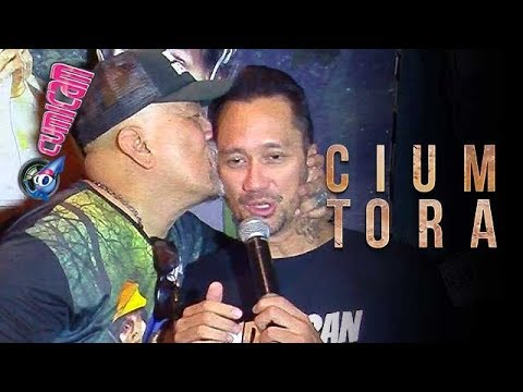 Indro Cium Tora Di Depan Publik - Cumicam 01 September 2017