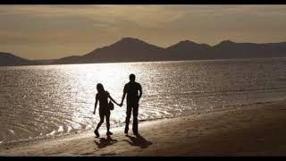 真夏の日差しを浴びて過ぎ行く風にWOW~WOW~WO~~ 恋の始まりはいつもミステリーだけど予感がしてた 白い砂浜赤い日差しが青い空を虹色に変えていたね 余りに突然 ...