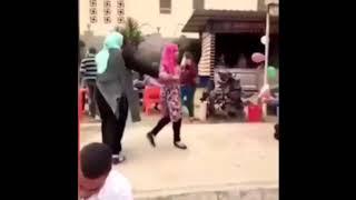 شيخ الازهر يتوسط لطالبة فصلتها الجامعة بسبب معانقتها زميلها- فيديو