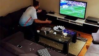 Maç İzleyen Kocasına Televizyon Kapatma Şakası Yapan Kadın