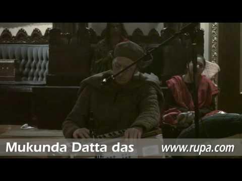 Bhajan - New Year's Eve 2010 - Mukunda Datta das - Bhaja Hure Mana - 21/22