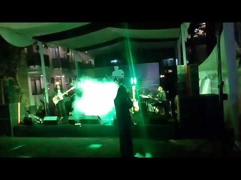 Vico Wibowo With Ginda Bestari Band