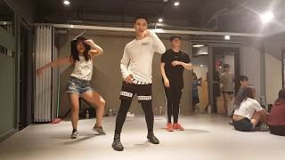 Kru Oat taking a dance class at the 1 million studio in Korea