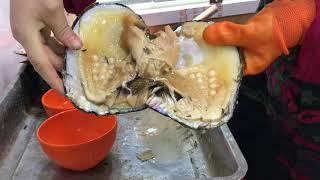 Pulsera de perlas con una Ostra en China.