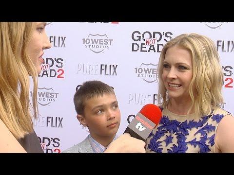 """Melissa Joan Hart Interview """"God's Not Dead 2"""" Premiere Red Carpet #MelissaAndJoey"""