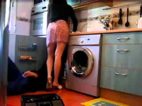 Dona de Casa safada levantando a saia pro encanador-WWW.SUPERDOWNLOAD.US