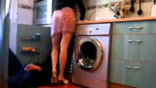 Repeat youtube video Dona de Casa safada levantando a saia pro encanador-WWW.SUPERDOWNLOAD.US