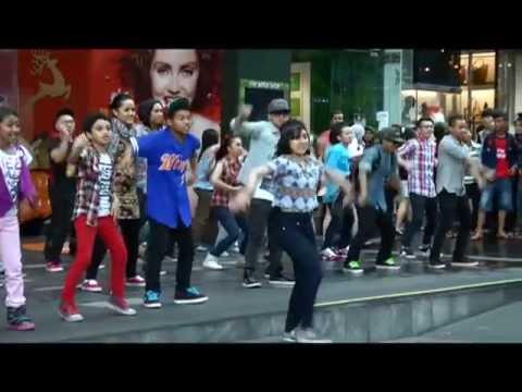 Astro Ceria SuperStar Flashmob (Bhg 1) ft Aril @ Fahrenheit 88