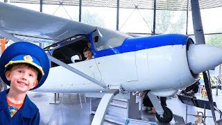 Airplanes for kids - kids adventure in museum of aviation for kids Egor pretend play as little pilot