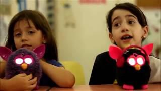 Crianças deixam a professora doida e um boneco acaba dando cria dentro da sala