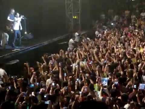 MOVES LIKE JAGGER - MAROON 5 LIVE IN JAKARTA 2012