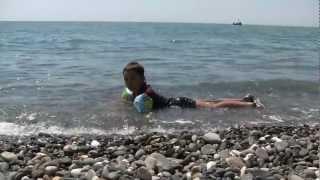 На пляже Нижнеимеретинской бухты