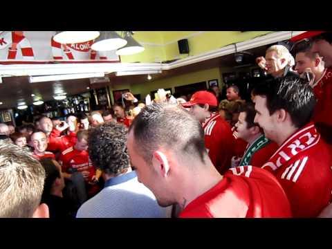 Luis Suarez song fans singing Just Cant Get Enough (HD)