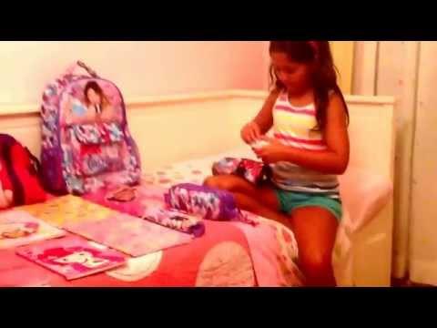 Estrelinha mostra o material escolar . Tudo da Violetta!!!!!