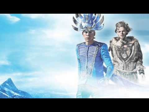 Клип Empire Of The Sun - Ice on the Dune