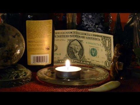 Заговор на деньги читать в домашних условиях белая