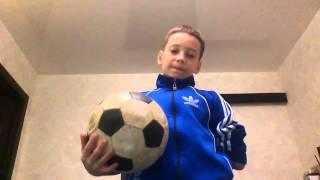Учимся крутить мяч на пальце