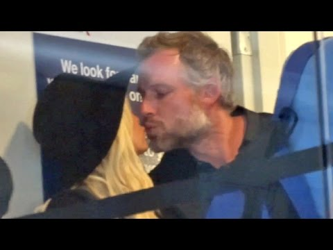 Jessica Simpson and hubby Share A Smooch At LAX