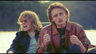 Смотреть клип Lime Cordiale - Sleeping At Your Door