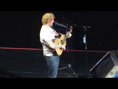 "Ed Sheeran ""How Would You Feel (Paean)"" Live in Sacramento 2017"