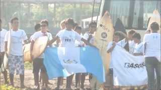 Surfeando en Champerico (Juegos Nac Juveniles de Surf 2012) (Innercia - A Gozar Todo El Mundo)