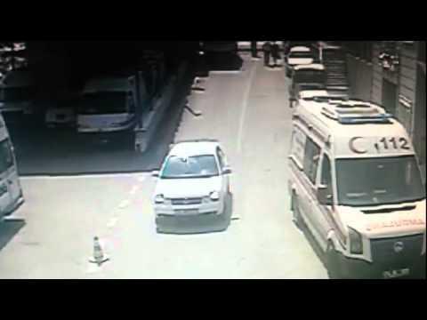 Freni Boşalan Kamyon Ambulanslara Böyle çarptı
